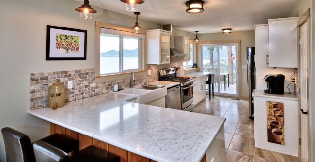 01-kitchen-lake-view