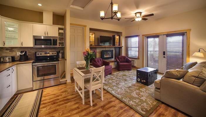 treehouse-livingroom